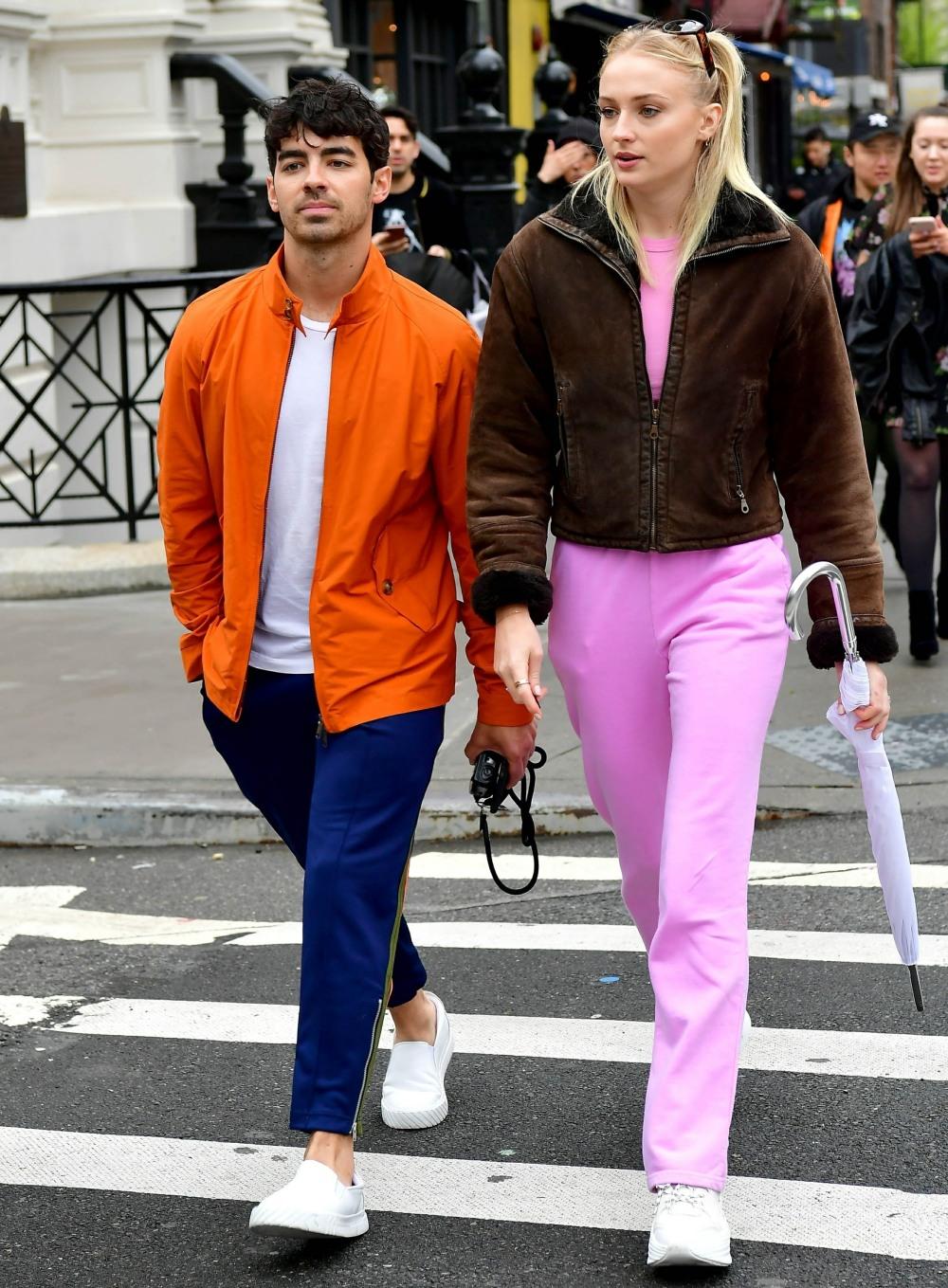 Joe Jonas e Sophie Turner sono visti per la prima volta dopo il loro matrimonio a sorpresa