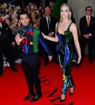 Joe Jonas e Sophie Turner sorridono mentre escono per il Met Gala