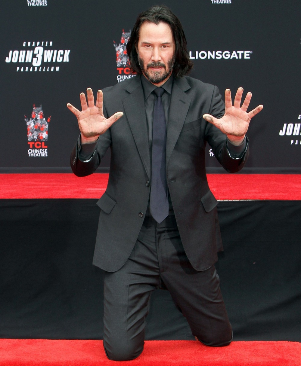 Keanu Reeves Put his hands and footprints in cement in Hollywood