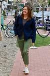 Jennifer Garner è di ottimo umore mentre fa shopping con un amico