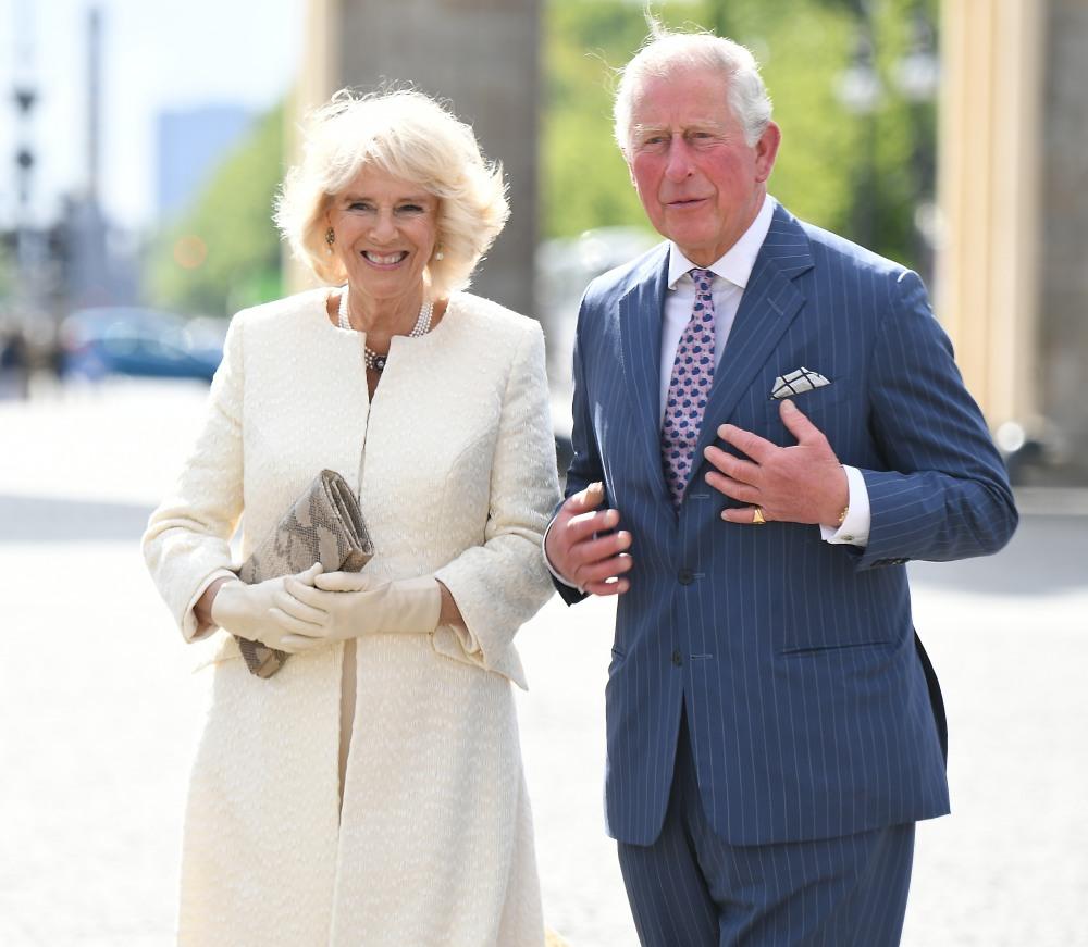 Il principe Carlo e Camilla visitano la Brandenburger Tor a Berlino