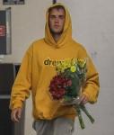 Justin Bieber buys wifey some flowers