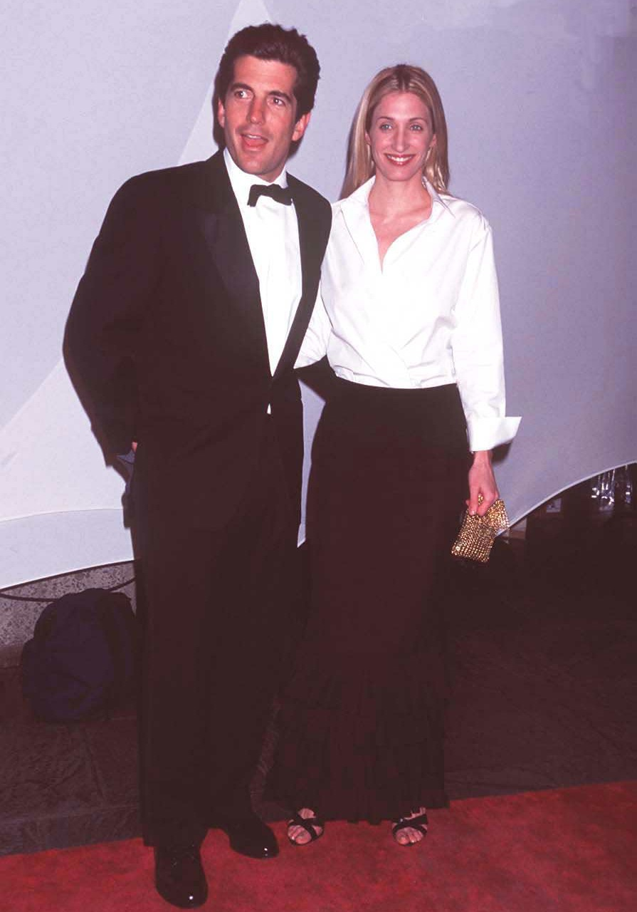 JOHN F KENNEDY JR AND CAROLYN BESSETTE AT 'BRITE NITE WHITNEY' WHITNEY MUSEUM OF AMERICAN ART'S KICK OFF PARTY FOR THE MILLENNIUM IN NEW YORK. PIC: UDV/LFI
