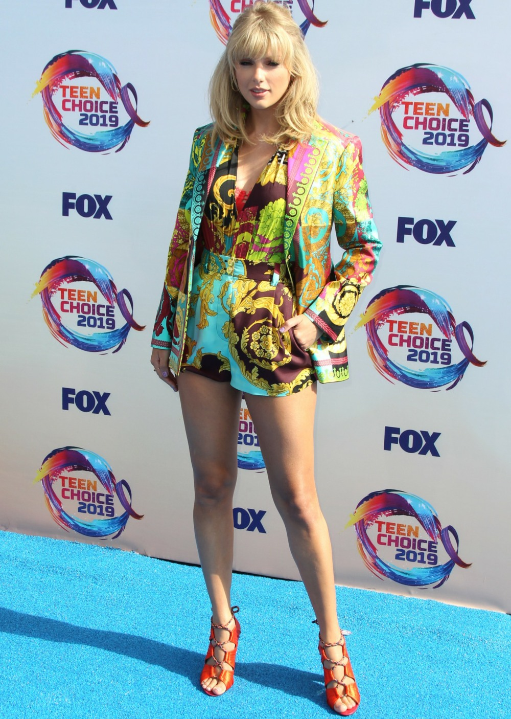 Taylor Swift in a Versace ensemble at the Teen Choice Awards: cute or dated?