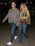 Miranda Lambert e la moglie Brendan Mcloughlin si tengono per mano mentre sono in giro per la stampa a New York