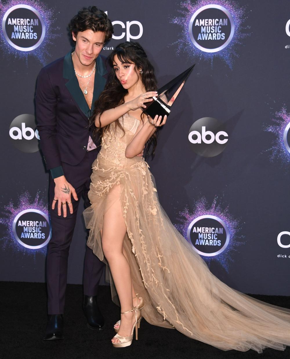 Shawn Mendes, Camila Cabello in the press room at the 2019 American Music Awards at Microsoft Theater on November 24, 2019 in Los Angeles, California.© J Graylock/jpistudios.com