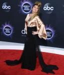 Shania Twain arrives at the 2019 American Music Awards at Microsoft Theater on November 24, 2019 in Los Angeles, California.© J Graylock/jpistudios.com