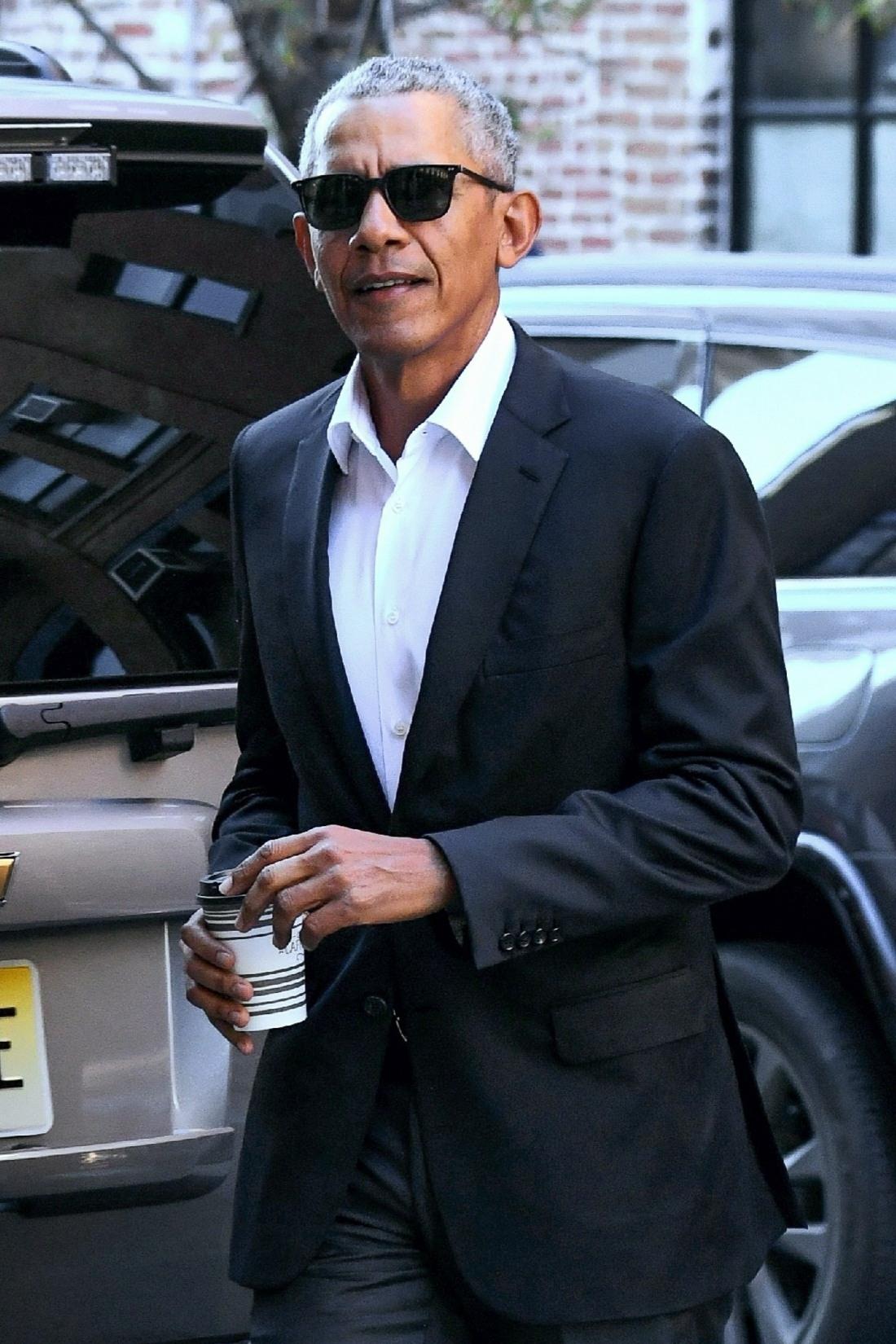 Barack Obama greets the media in NYC