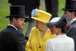 Royal Ascot, Ritratto di TRH Prince Harry, il duca di Sussex e TRH Meghan la duchessa di Sussex di fronte a HRH Queen Elizabeth the Second