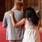 Il principe Harry, duca di Sussex e Meghan, duchessa di Sussex, posano con il loro figlio neonato