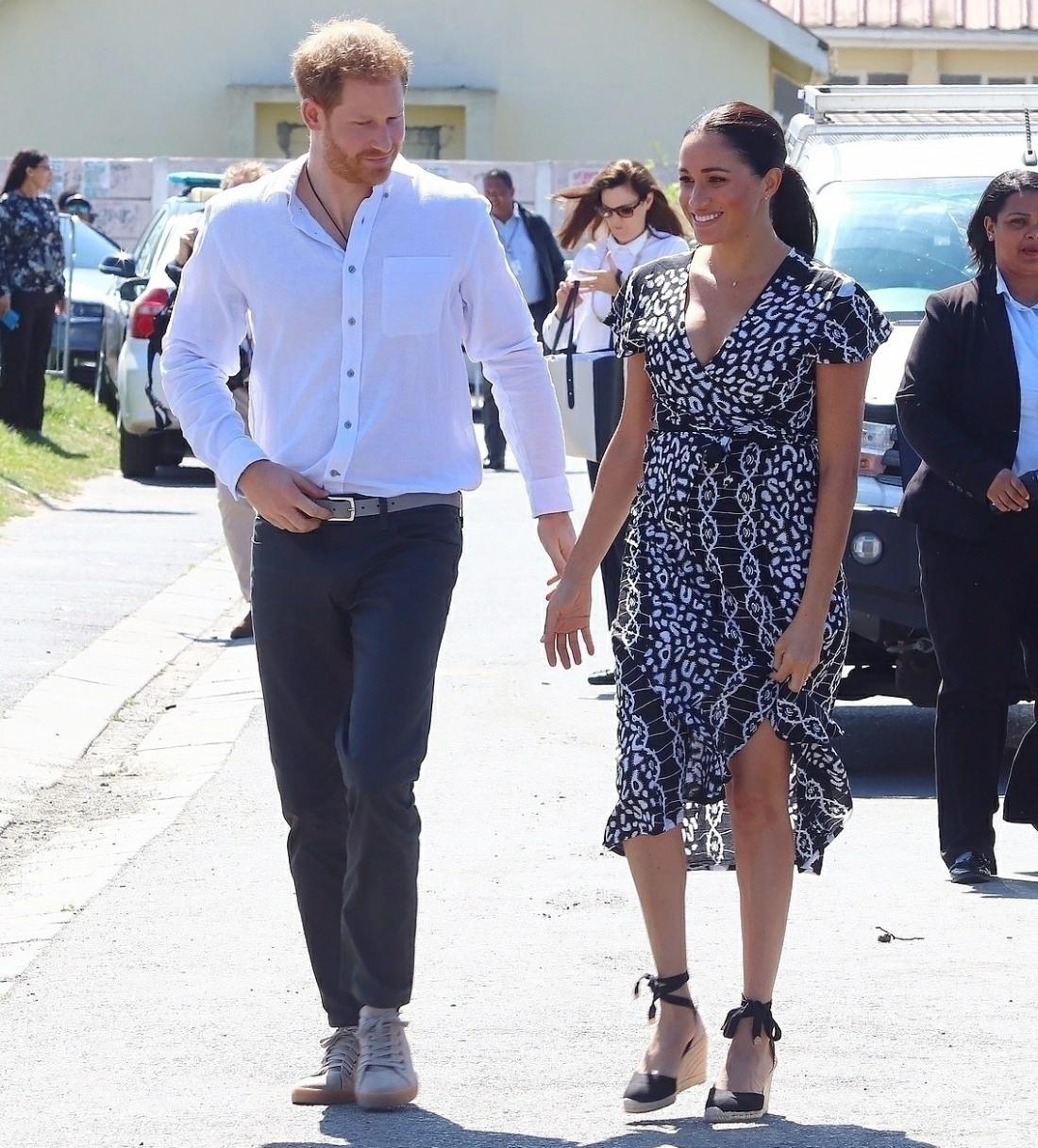 Il duca e la duchessa del Sussex Il principe Harry e Meghan videro arrivare in una borgata di Nyanga