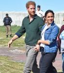 Il principe Harry, duca di Sussex e Meghan, duchessa di Sussex con mentori di surf