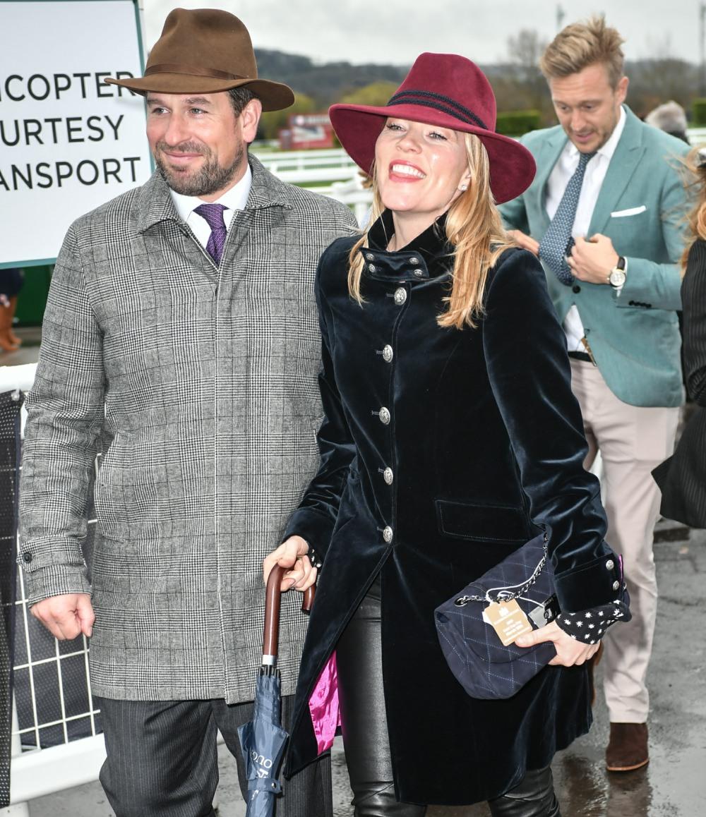 Peter Phillips e sua moglie Autumn Phillips arrivano per il Gold Cup day, The Festival al Cheltenham Racecourse 2019, Cheltenham Glos