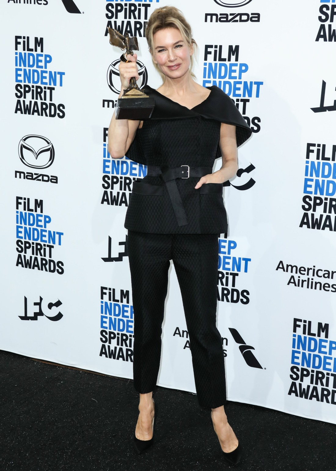 Actress Renee Zellweger poses in the press room with the Best Female Lead award for 'Judy' at the 20...