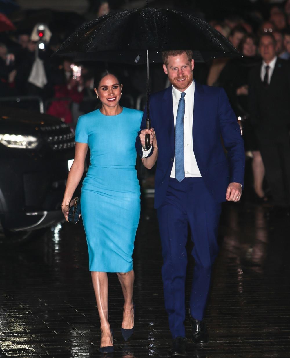 Duca di Sussex e duchessa di Sussex che arrivano al palazzo