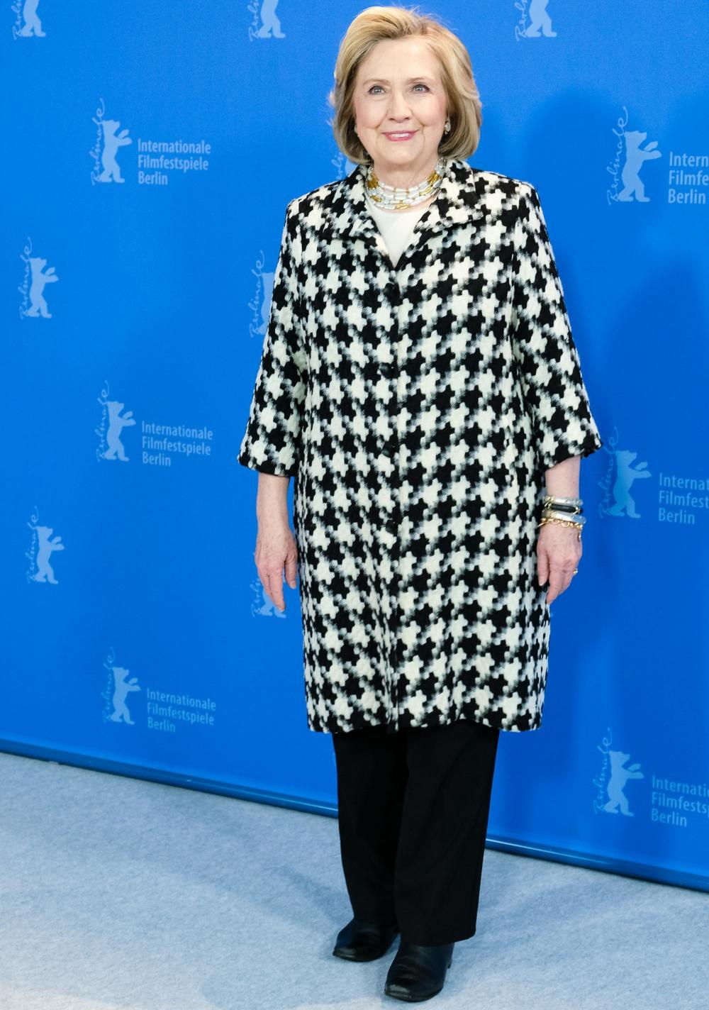 Hillary Rodham Clinton posa all'HILLARY Photocall durante il 70 ° Festival Internazionale del Cinema di Berlino (Berlinale) martedì 25 febbraio 2020