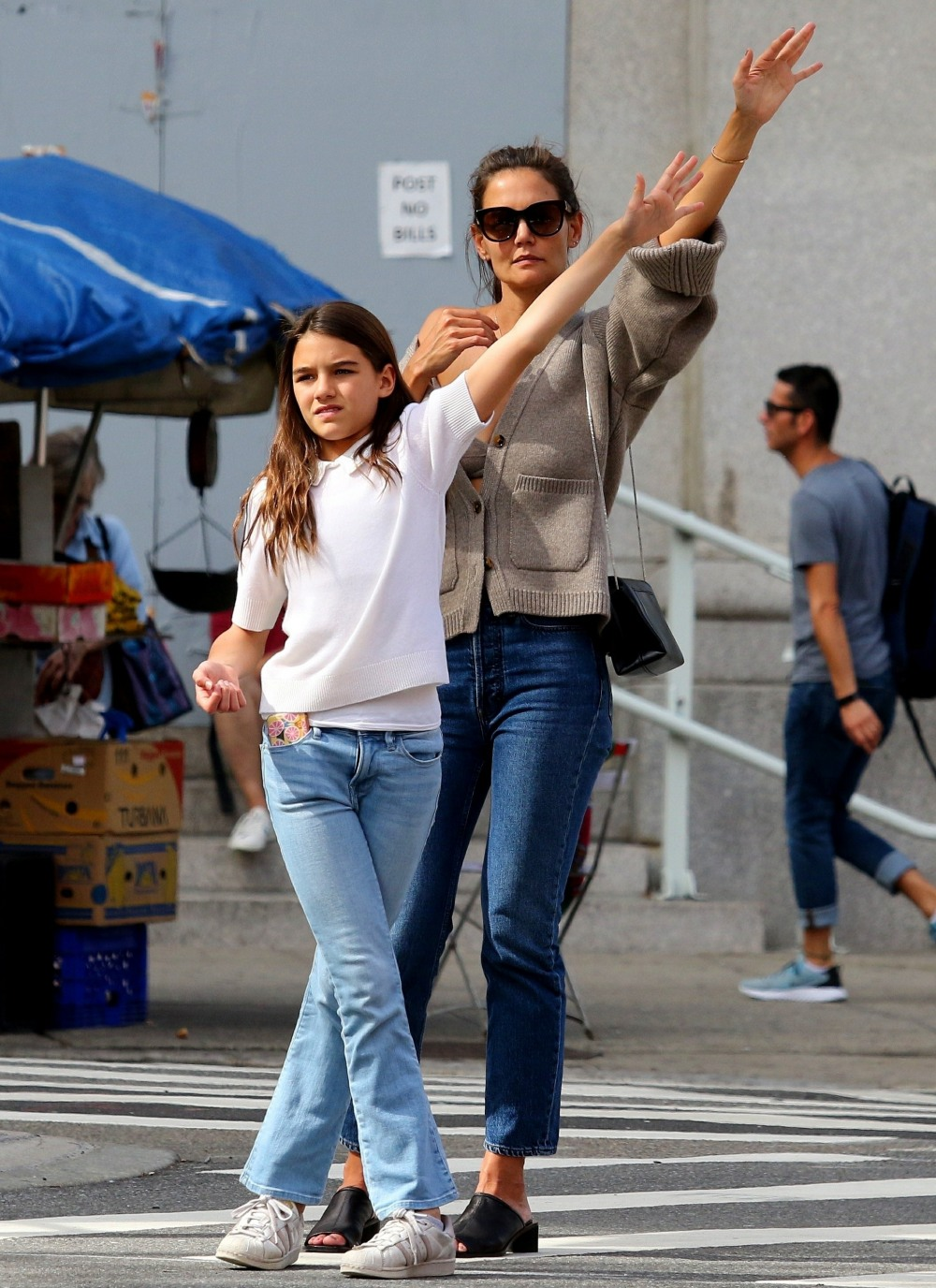 Suri Cruise shares her drink with mom Katie Holmes before hailing a cab together