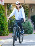Pregnant Katherine Schwarzenegger goes on bike ride with Chris Pratt and dad Arnold