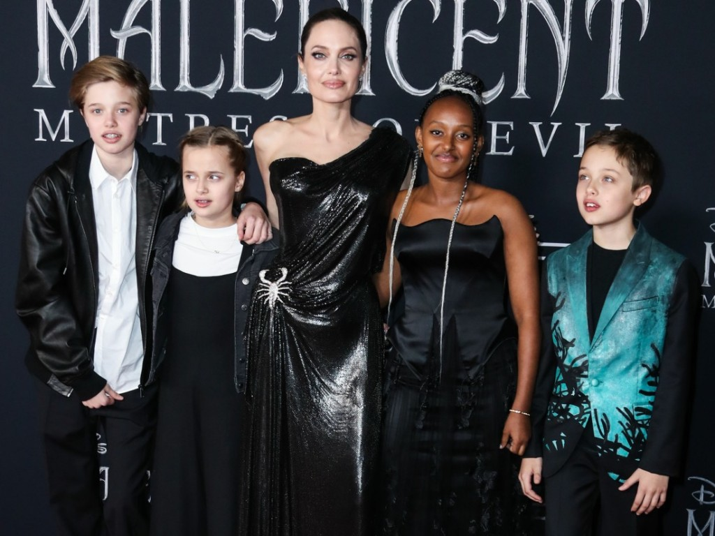 Shiloh Nouvel Jolie-Pitt, Vivienne Marcheline Jolie-Pitt, Angelina Jolie, Zahara Marley Jolie-Pitt and Knox Leon Jolie-Pitt arrive at the World Premiere Of Disney's 'Maleficent: Mistress Of Evil' held at the El Capitan Theatre on September 30, 2019 in Holl