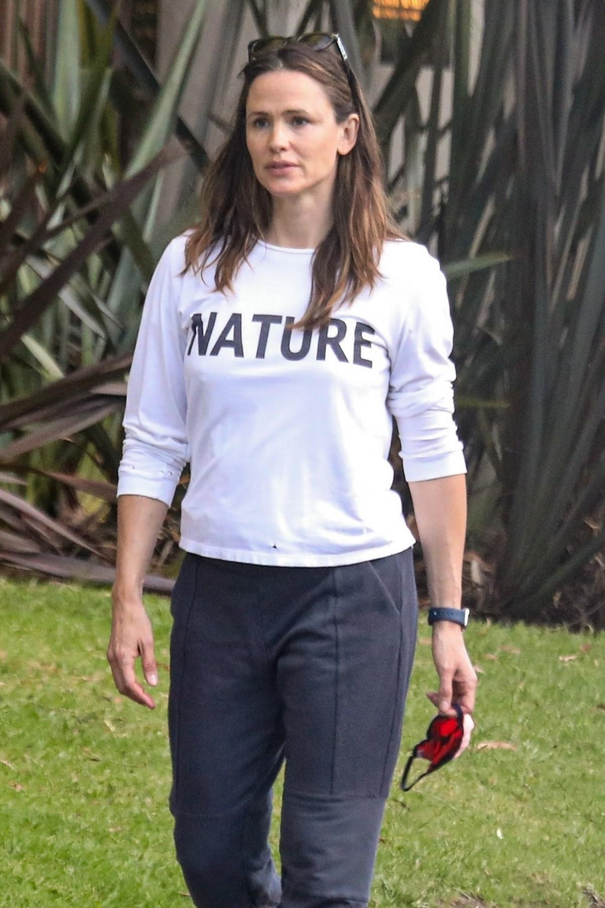 Jennifer Garner takes a Cinco de Mayo walk in her neighborhood