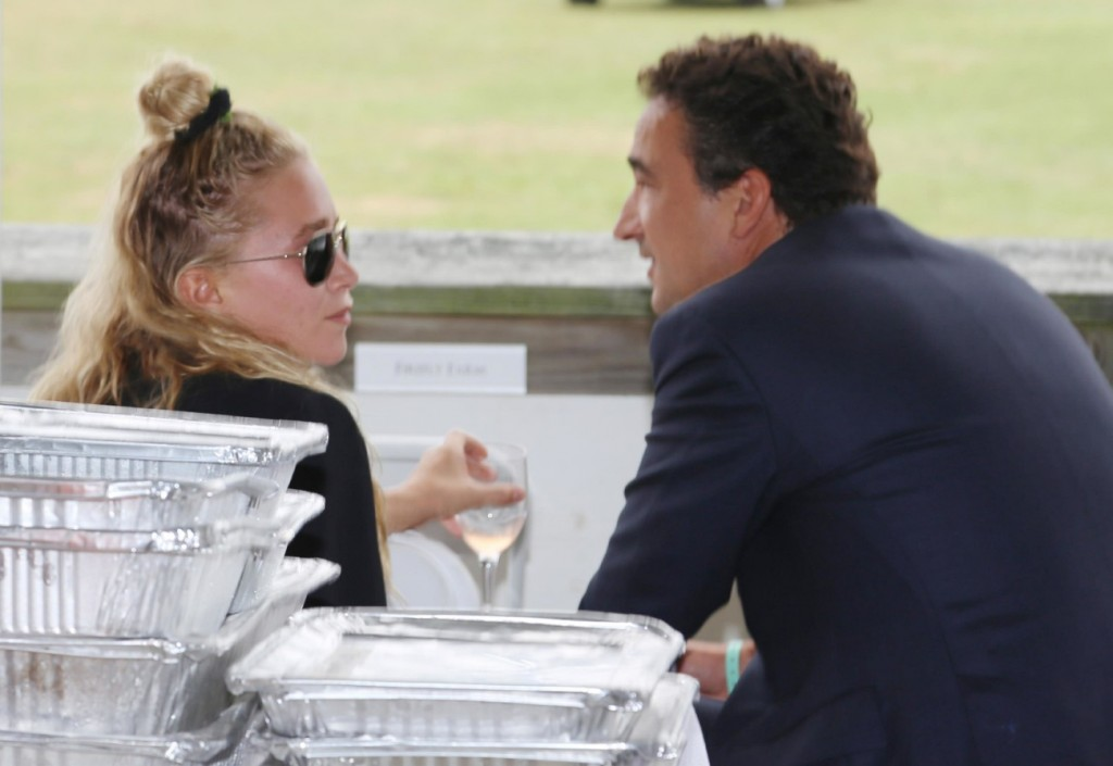 Mary-Kate Olsen Asks For Emergency Court Order To Divorce From Husband **FILE PHOTOS**