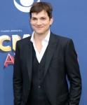 Ashton Kutcher agli arrivi per il 53 ° Acad ...