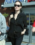 Angelina Jolie buys a new pet at Petco with Shiloh