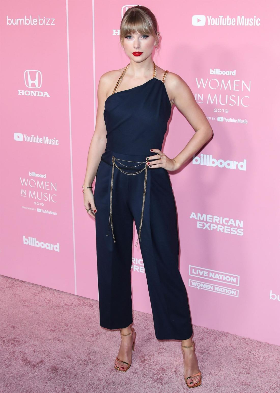 Taylor Swift wearing an Oscar de la Renta jumpsuit arrives at the 2019 Billboard Women In Music