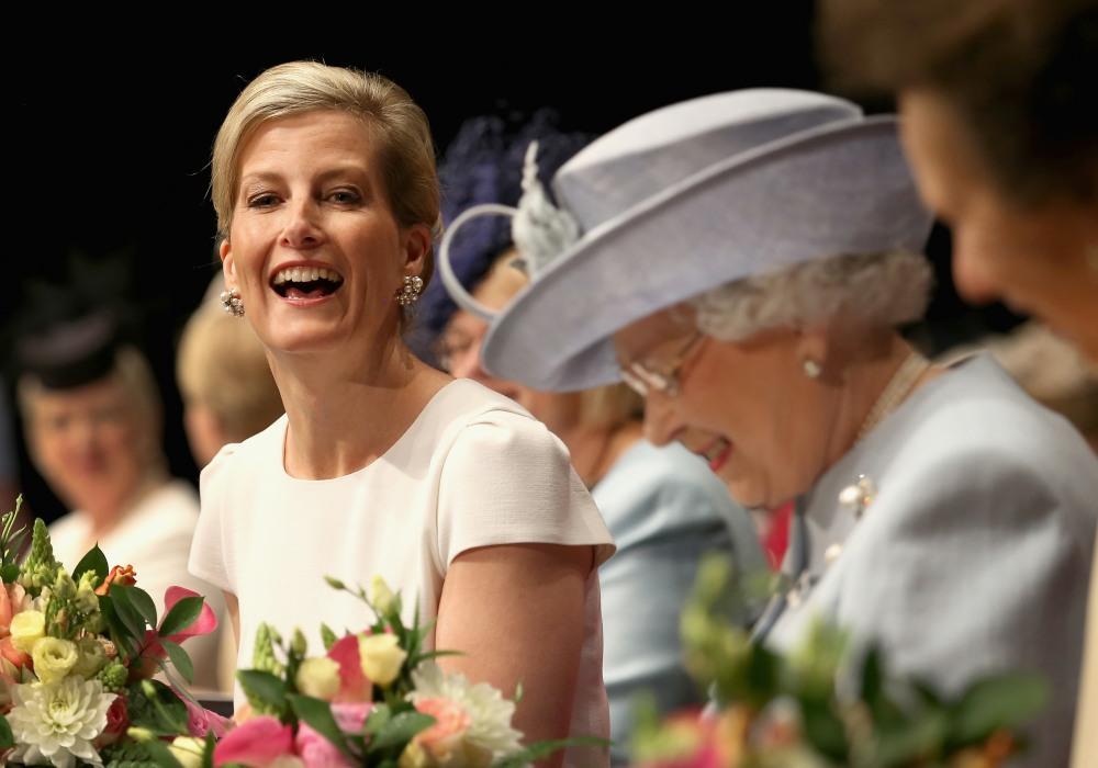 La regina Elisabetta II partecipa all'incontro annuale del centenario della Federazione nazionale delle donne