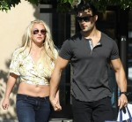 Britney Spears shops at Camarillo Premium outlets