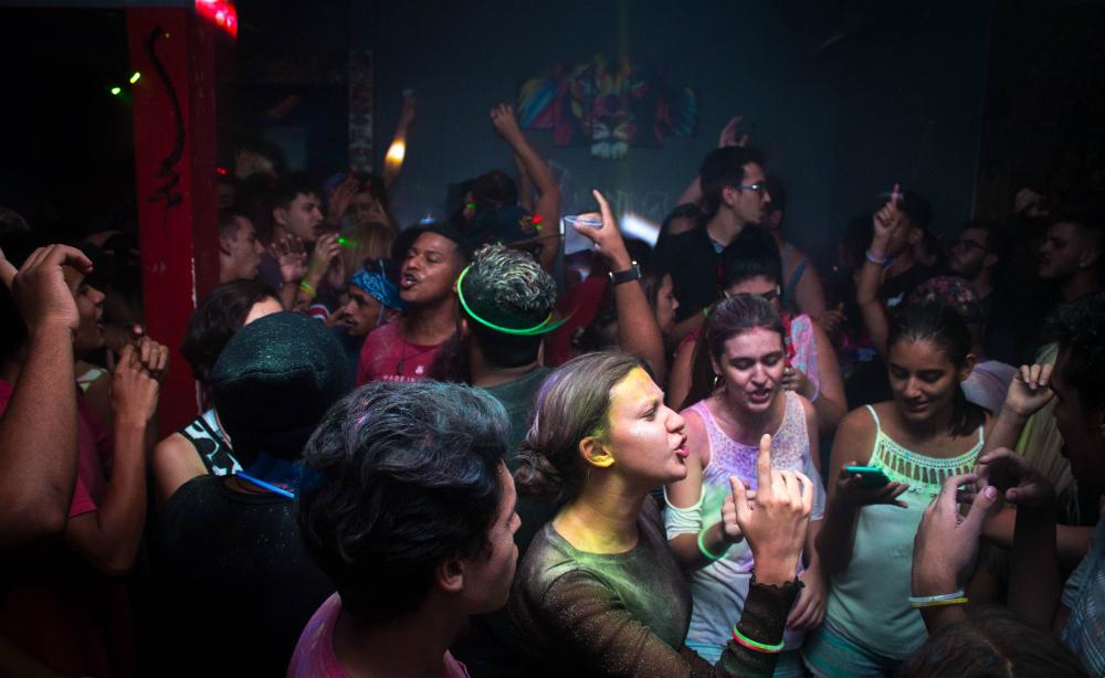 crowd-dances-in-blue-painted-enclosure-1154189