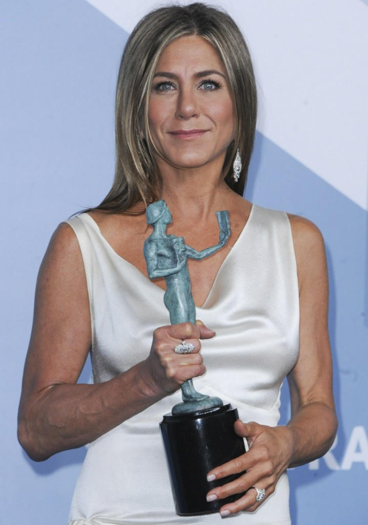 Jennifer Aniston in the press room for 2...