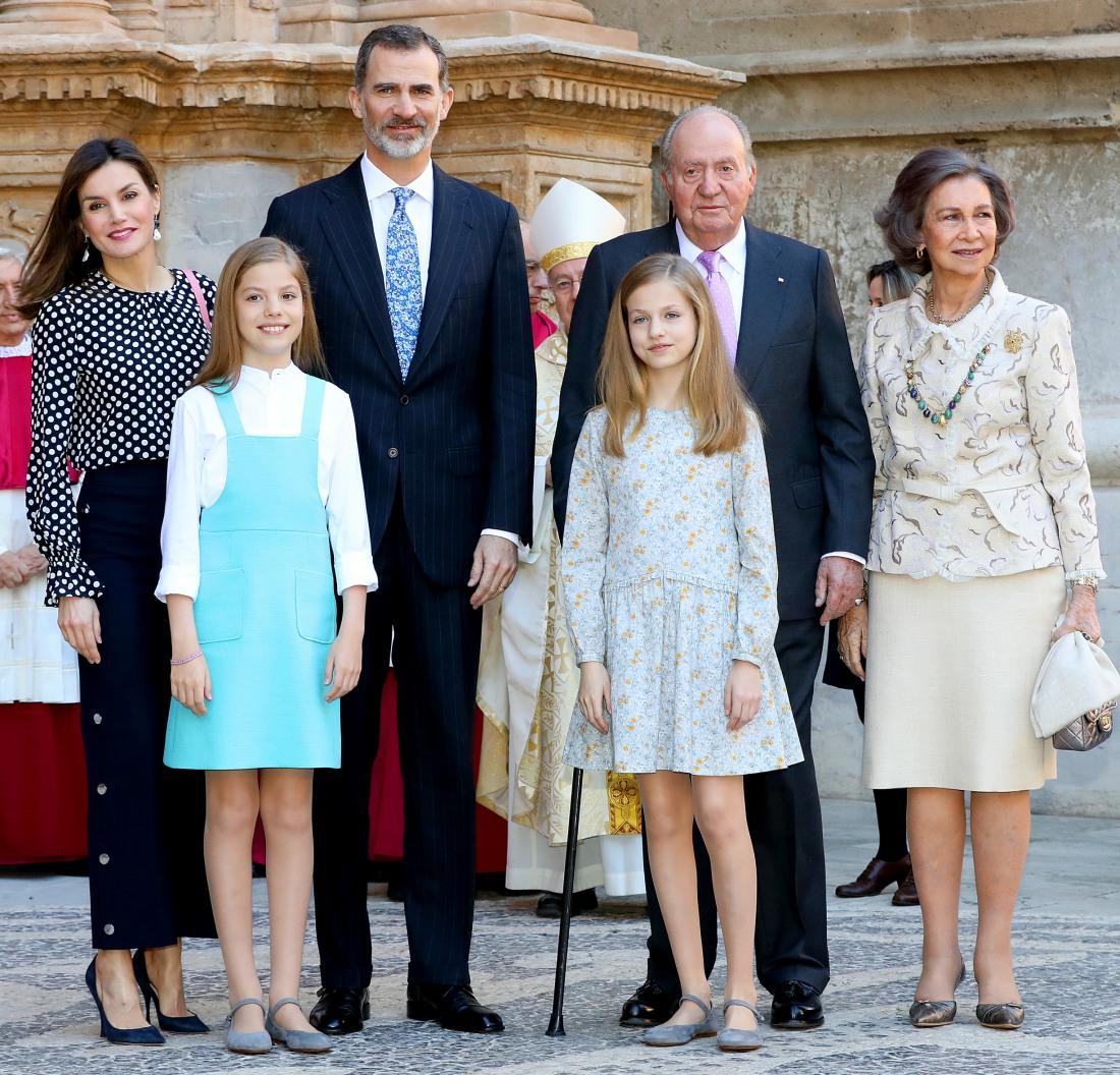 Spanish royal family visits Easter mass