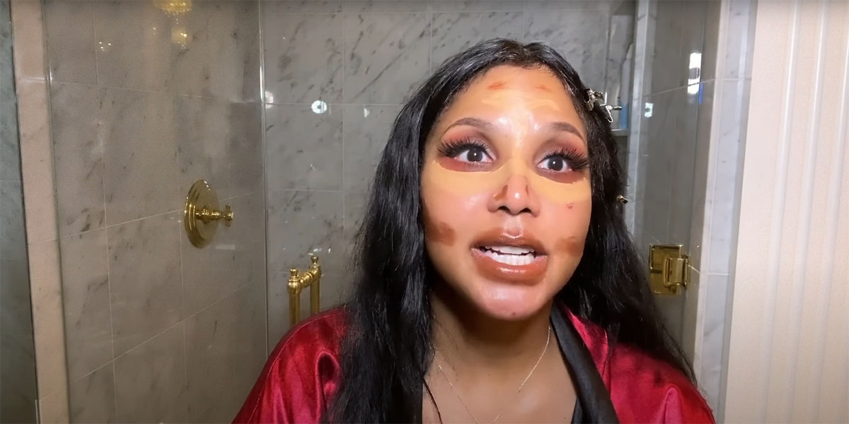Toni Braxton does her contouring before her foundation and it somehow works