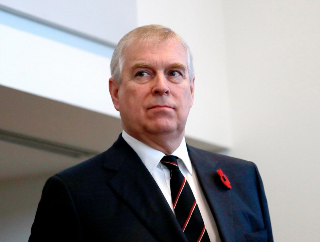 "Questioned for his connection with Jeffrey Epstein, Prince Andrew ""puts an end to his public commitments"" **FILE PHOTOS**"