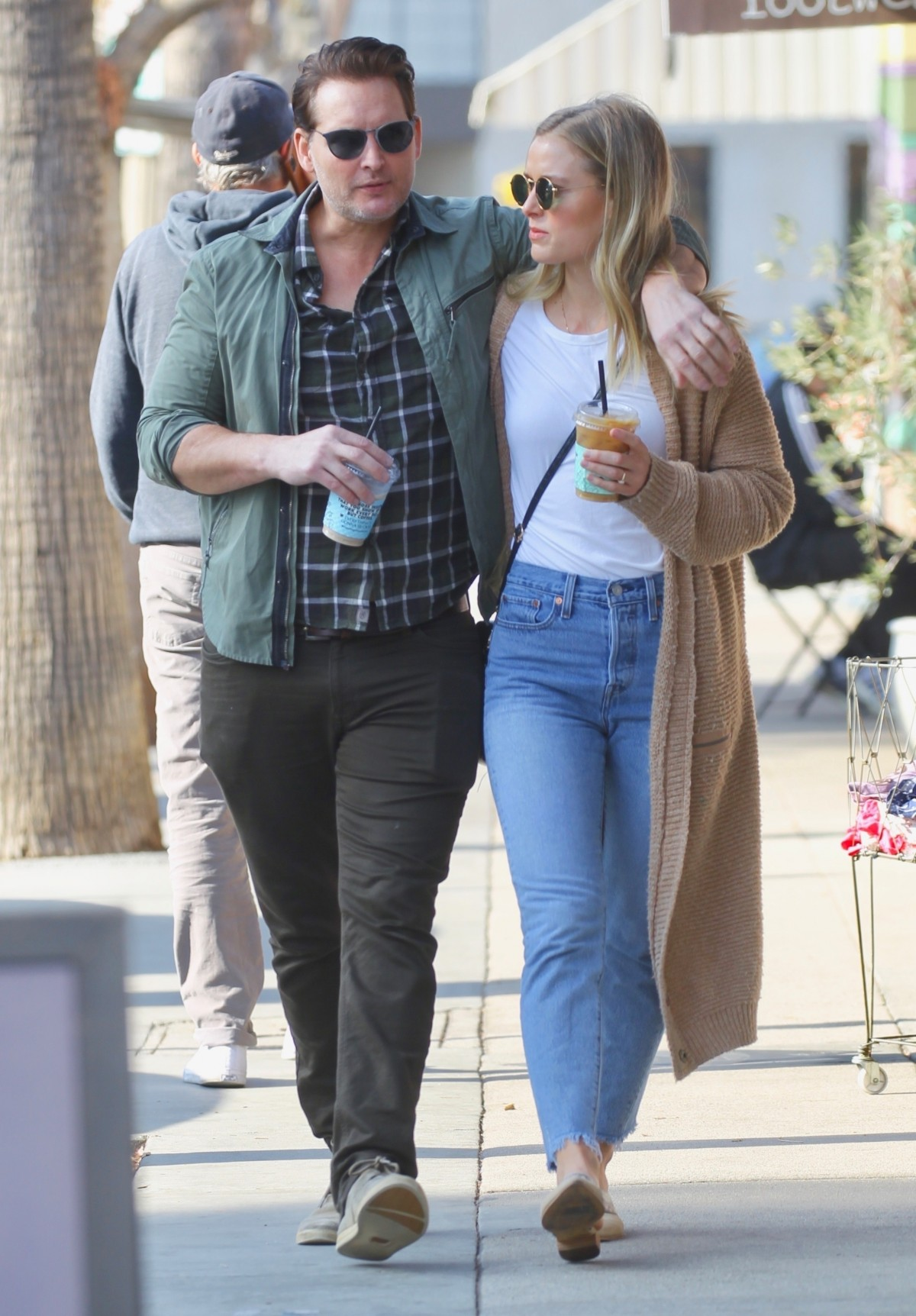 Peter Facinelli steps out with fiancee Lily Anne Harrison for a cold brew coffee