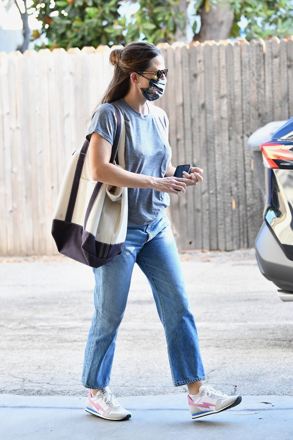 Jennifer Garner takes some me-time and visits a spa in Brentwood