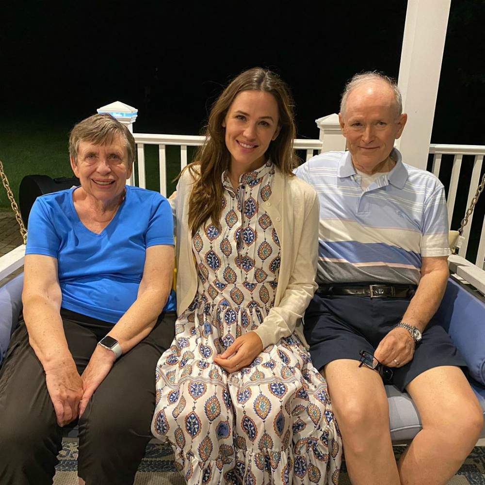 Jennifer Garner with her parents