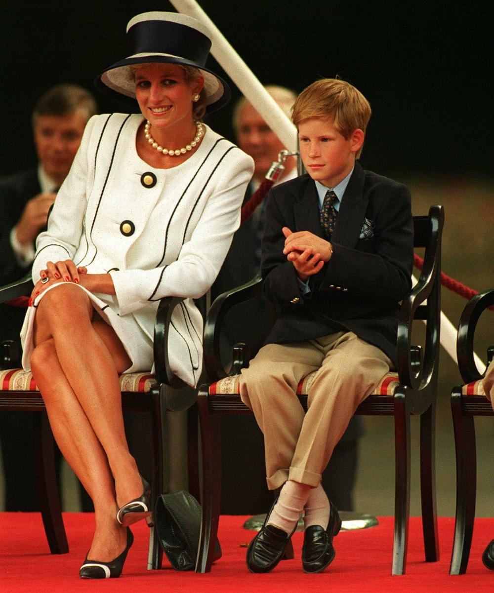 HRH PRINCESS OF WALES (HRH Princess Diana). With HRH PRINCE HARRY. Seen at the VJ Day Celebrations. COMPULSORY CREDIT: UPPA/Photoshot Photo URK 010143/G-29  19.08.1995