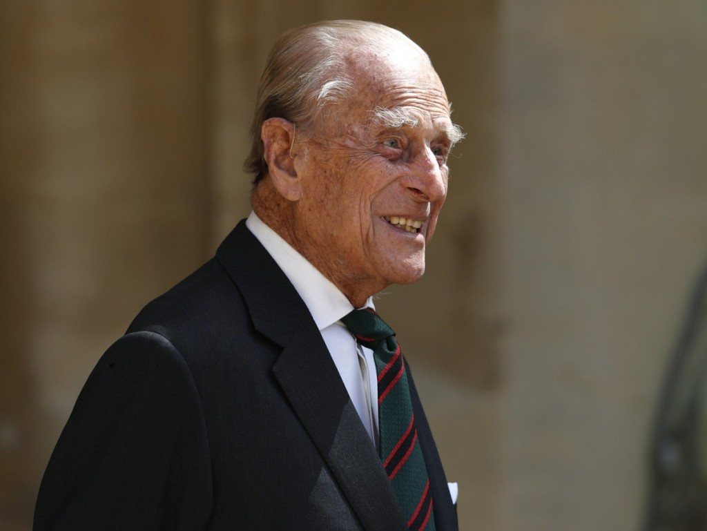 Britain's Prince Philip (C), Duke of Edinburgh takes part in the transfer of the Colonel-in-Chief of The Rifles at Windsor castle in Windsor on July 22, 2020. - Britain's Prince Philip, Duke of Edinburgh will step down from his role as Colonel-in-Chief for