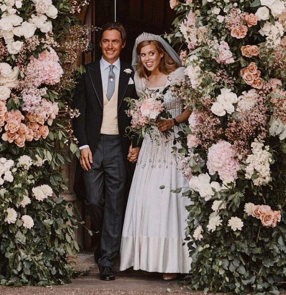 Official Wedding Photograph of Princess Beatrice and Edoardo Mapelli Mozzi