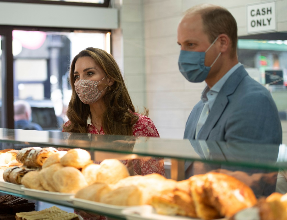 Britain's Prince William, Duke of Cambridge and his wife Britain's Catherine, Duchess of Cambridge during a visit to Beigel Bake Brick Lane Bakery in east London on September 15, 2020. - The 24-hour bakery was forced to reduce their opening hours during t