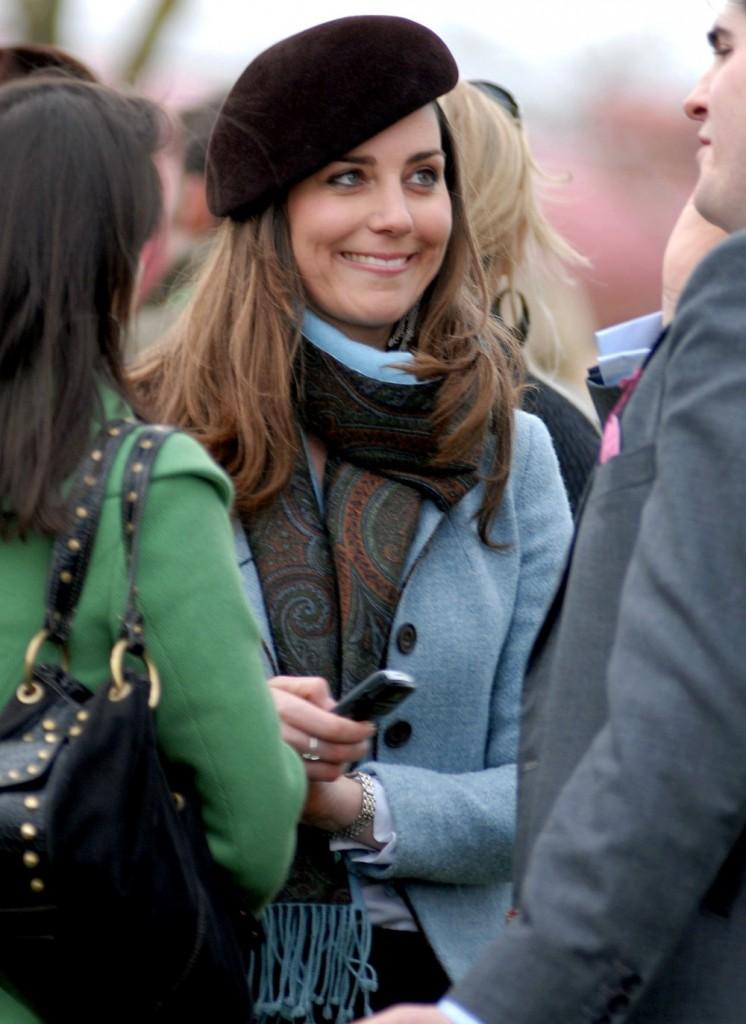Kate Middleton relaxes at the Cheltenham Festival 2007