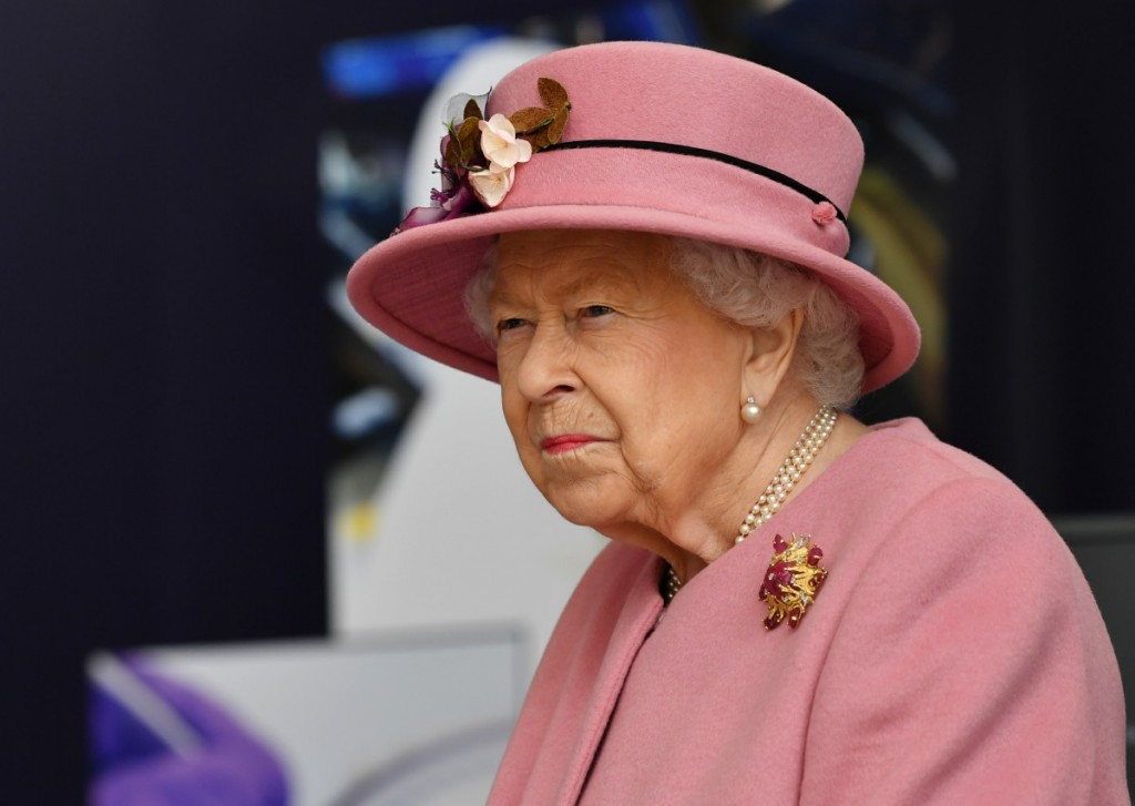 Britain's Queen Elizabeth II visits the Defence Science and Technology Laboratory (Dstl) at Porton Down science park near Salisbury, southern England, on October 15, 2020. - The Queen and the Duke of Cambridge visited the Defence Science and Technology Laboratory (Dstl) where they were to view displays of weaponry and tactics used in counter intelligence, a demonstration of a Forensic Explosives Investigation and meet staff who were involved in the Salisbury Novichok incident. Her Majesty and His Royal Highness also formally opened the new Energetics Analysis Centre.