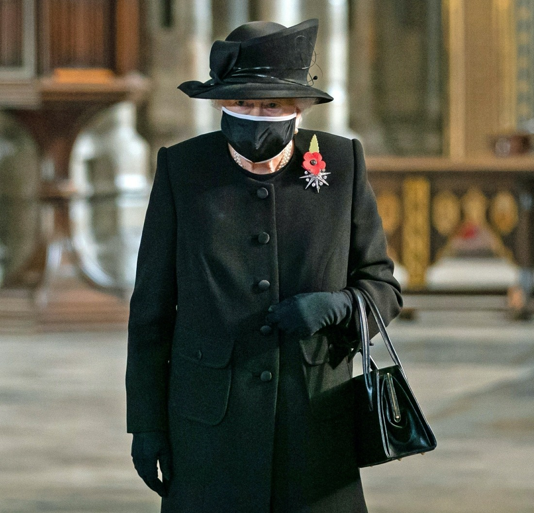 Queen Elizabeth II places flowers at the grave of the Unknown Warrior in London