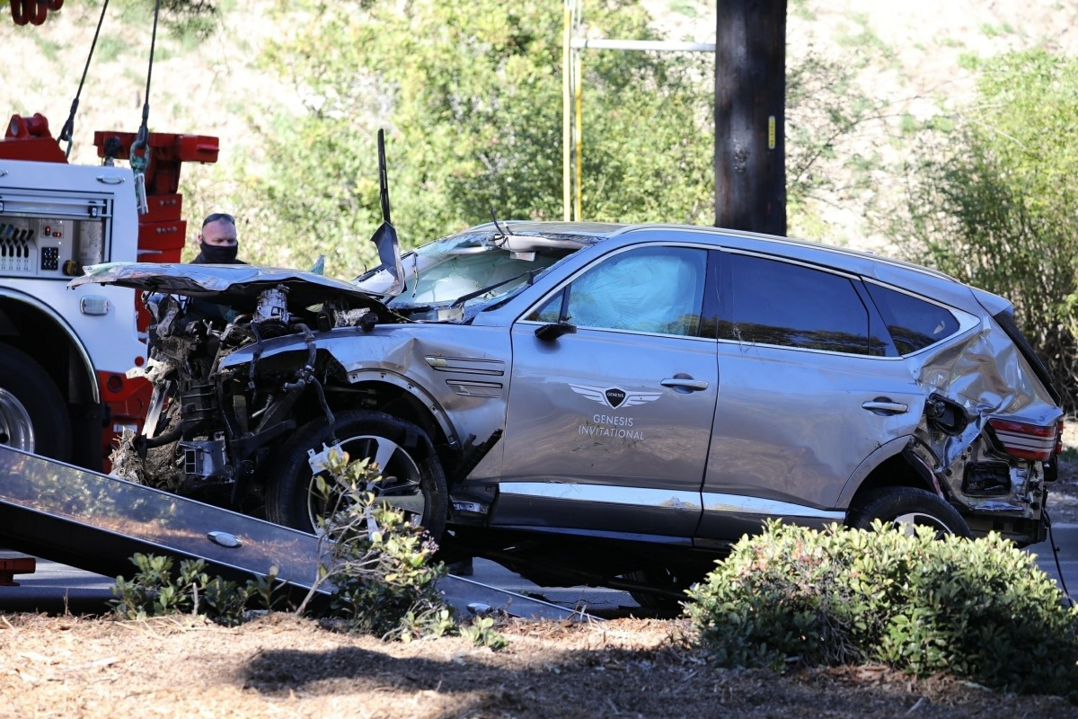 Tiger Woods' Genesis GV80 is removed from the crash scene