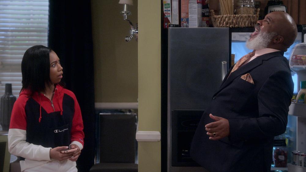 DadStopEmbarrassingMe!_Season1_Episode2_00_02_32_02R