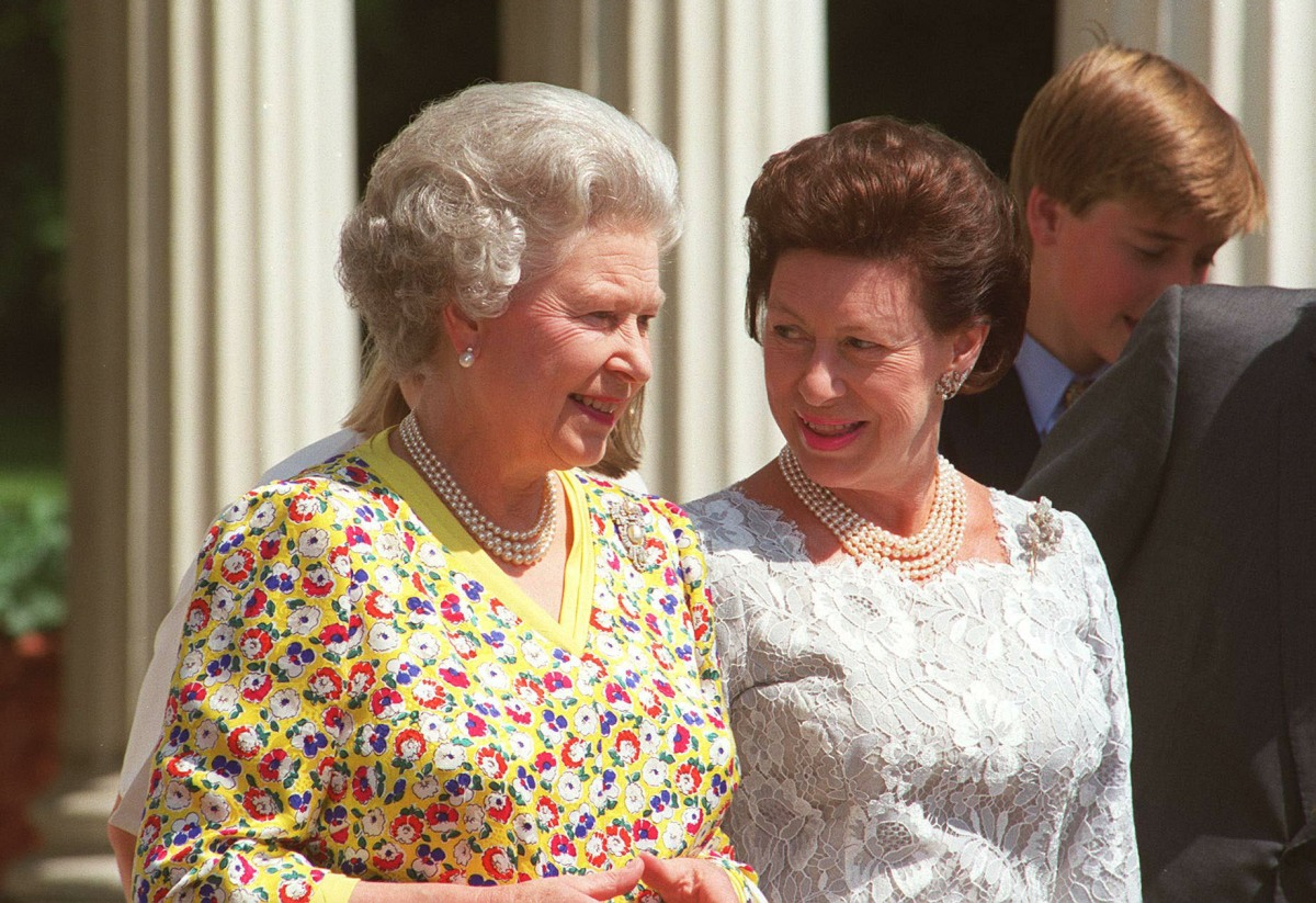 HM QUEEN ELIZABETH IIWith HRH PRINCESS MARGARET(Countess of Snowdon)Seen outside Clarence House onthe Queen Mother's 95th birthday.Bandphoto Agency PhotoB21 010077/G-30  04.08.1995