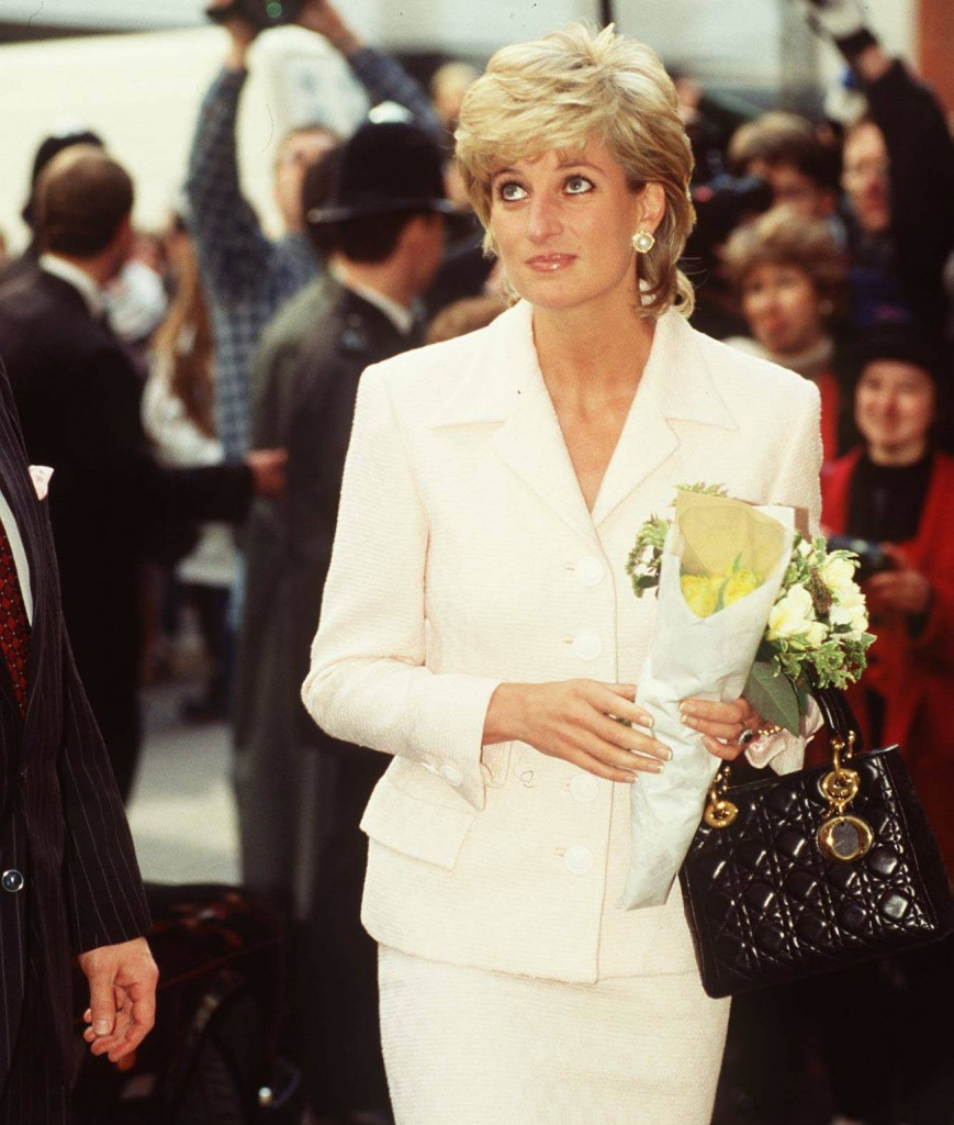 HRH PRINCESS OF WALES(Visiting the National Hospital for Neurology and Neurosurgery, Queen Square, London)COMPULSORY CREDIT: UPPA/PhotoshotPhoto UKWT 011125/26   06.03.1996