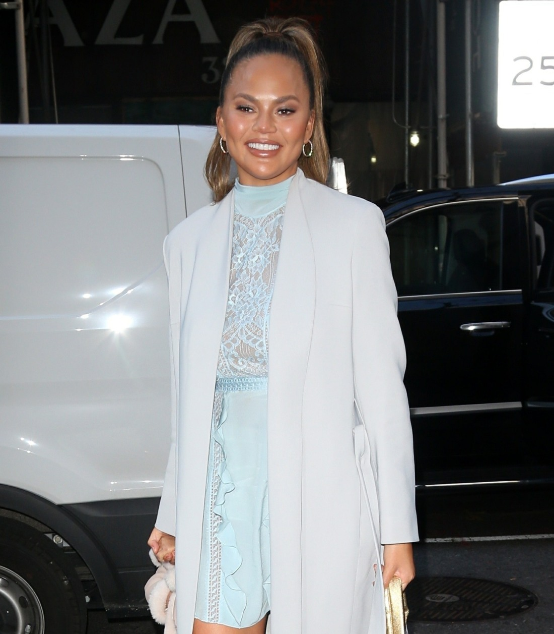Chrissy Teigen stops by GMA with cute daughter Luna